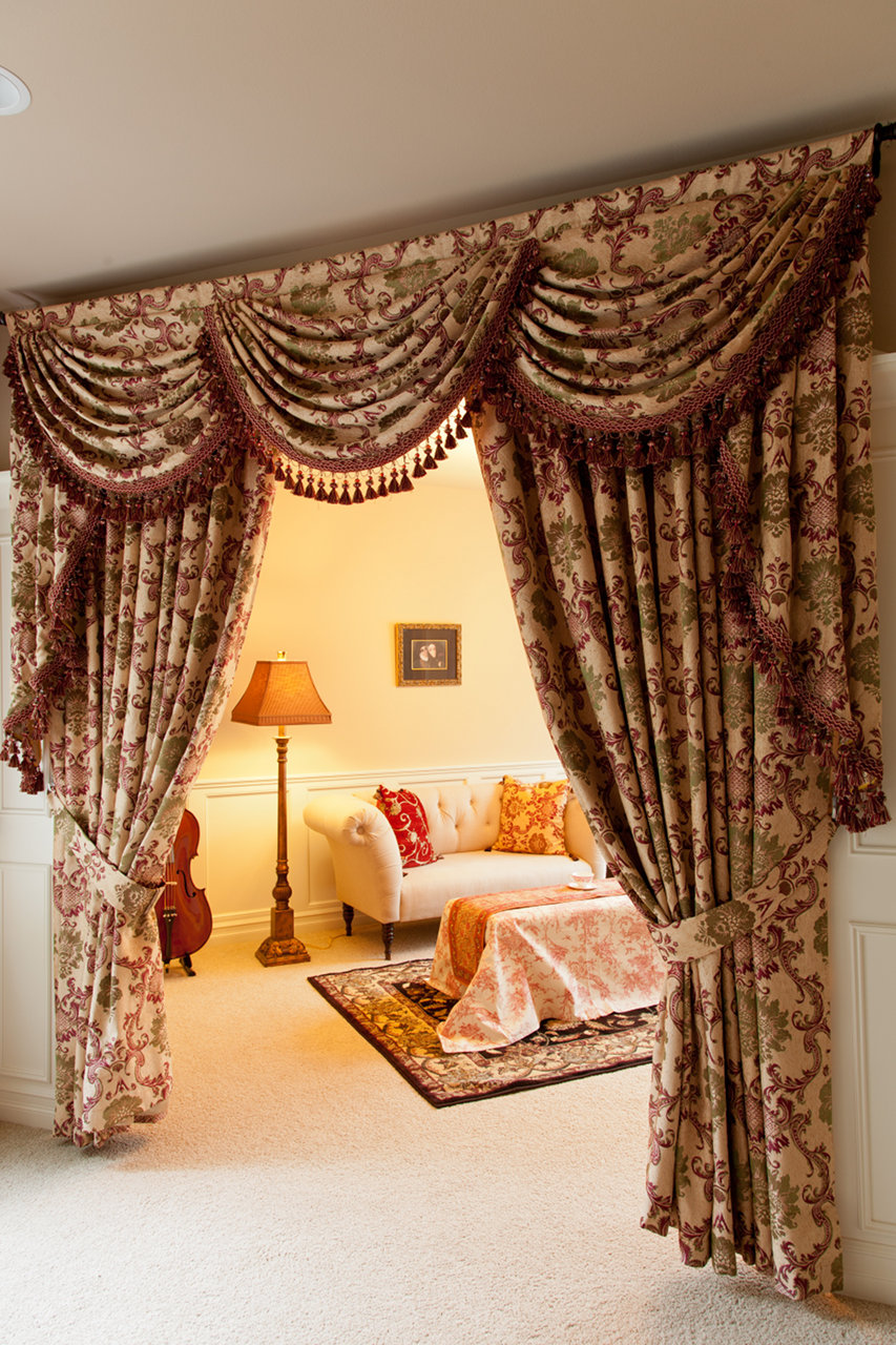 rosy queen swags and tails valance curtain drapes. Black Bedroom Furniture Sets. Home Design Ideas
