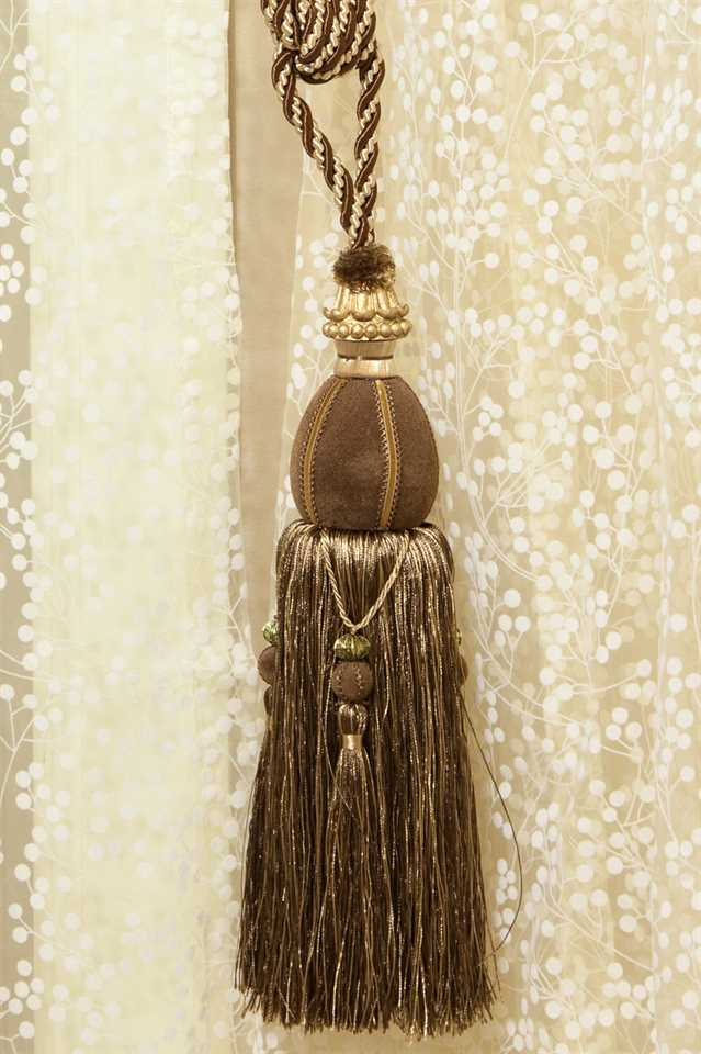 Picture of Luxury Tassel - Brown