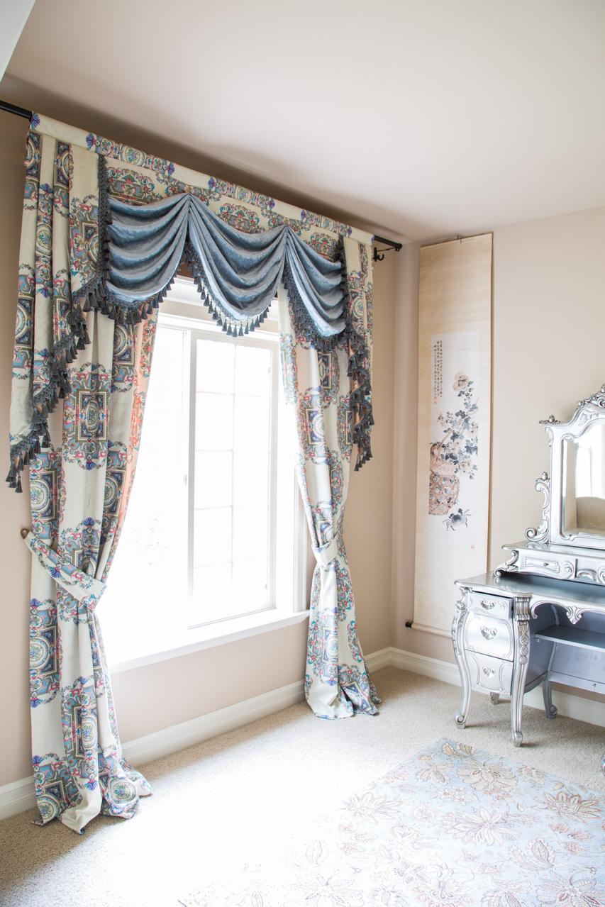 kaleidoscope off white swag on pelmet valance curtain set. Black Bedroom Furniture Sets. Home Design Ideas