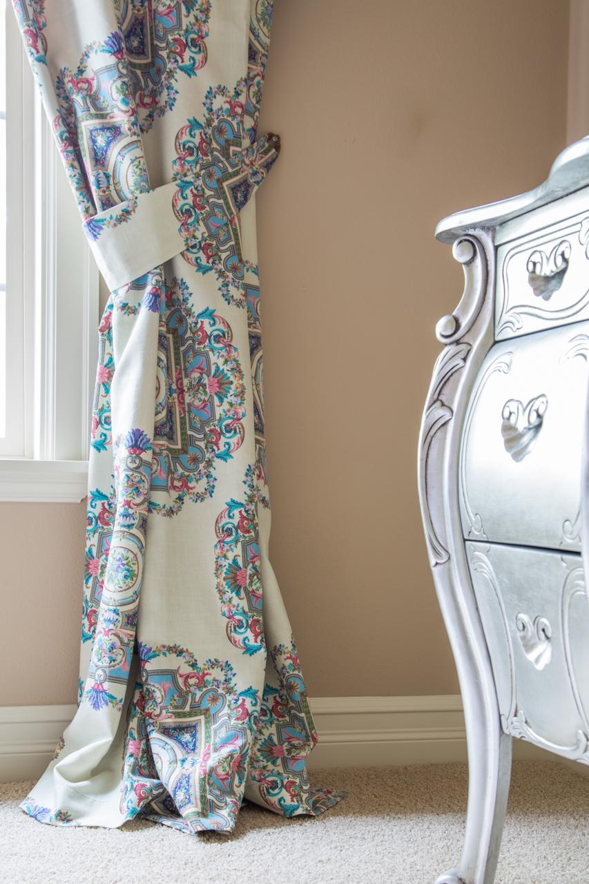 Kaleidoscope Off White Swag On Pelmet Valance Curtain Set