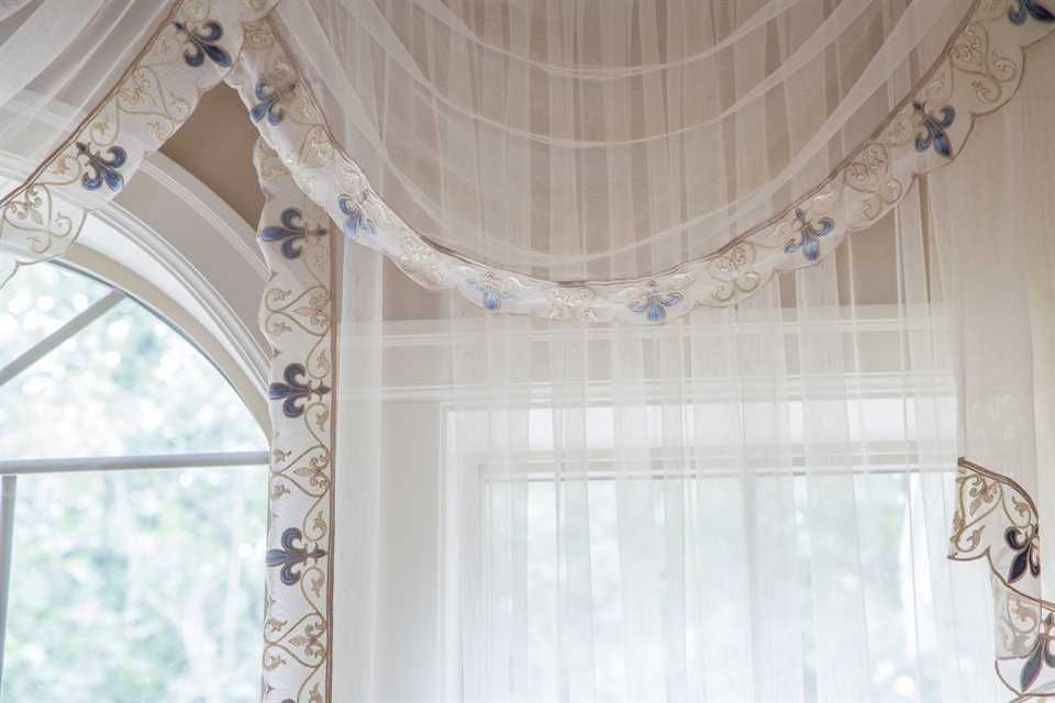 Luxury swags and tails valance curtain drapes for Celuce curtains