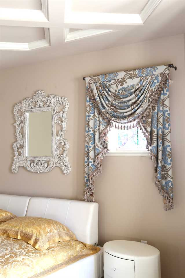 Picture of Masquerade Ball - Classic Overlapping Style 40''